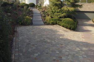 Außenanlage Naturstein mit Bepflanzung